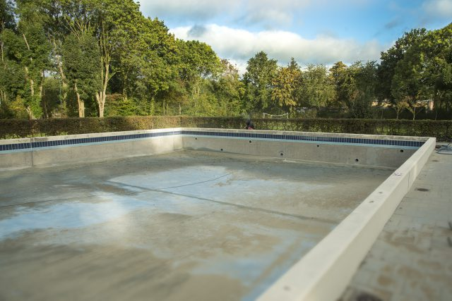 Renovatie zwembad geulle ondiepe bad